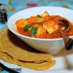 Sos kokosowy z curry i tofu oraz plackami z ciecierzycy
