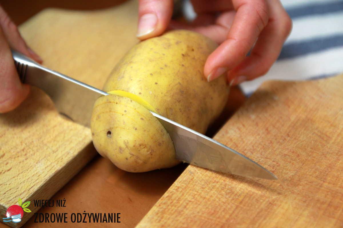 Obłędne ziemniaki pieczone z jarmużem i warzywami
