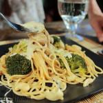 Fettuccine z brokułami i sosem z nerkowców