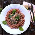 Kasza gryczana z bezglutenowym sosem pieczarkowo-cebulowym