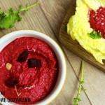 Hummus z czerwonym burakiem