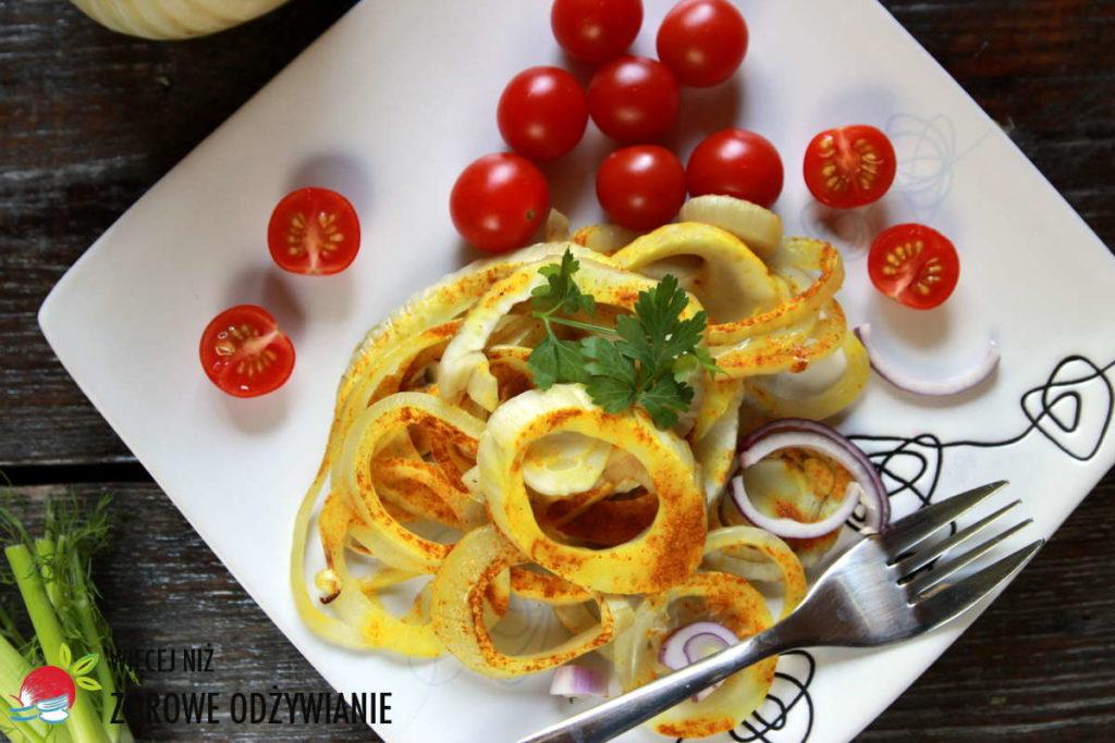 Pieczony fenkuł curry z cebulą