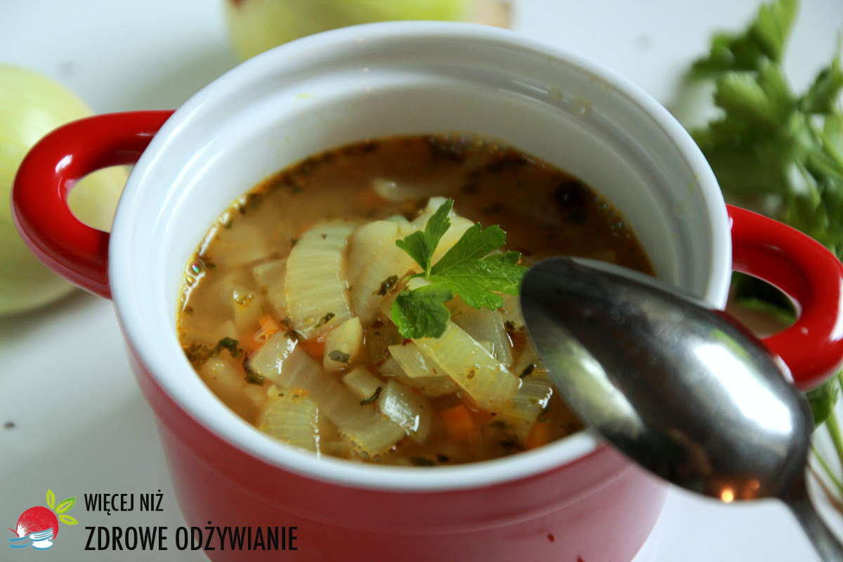 Postna zupa cebulowa