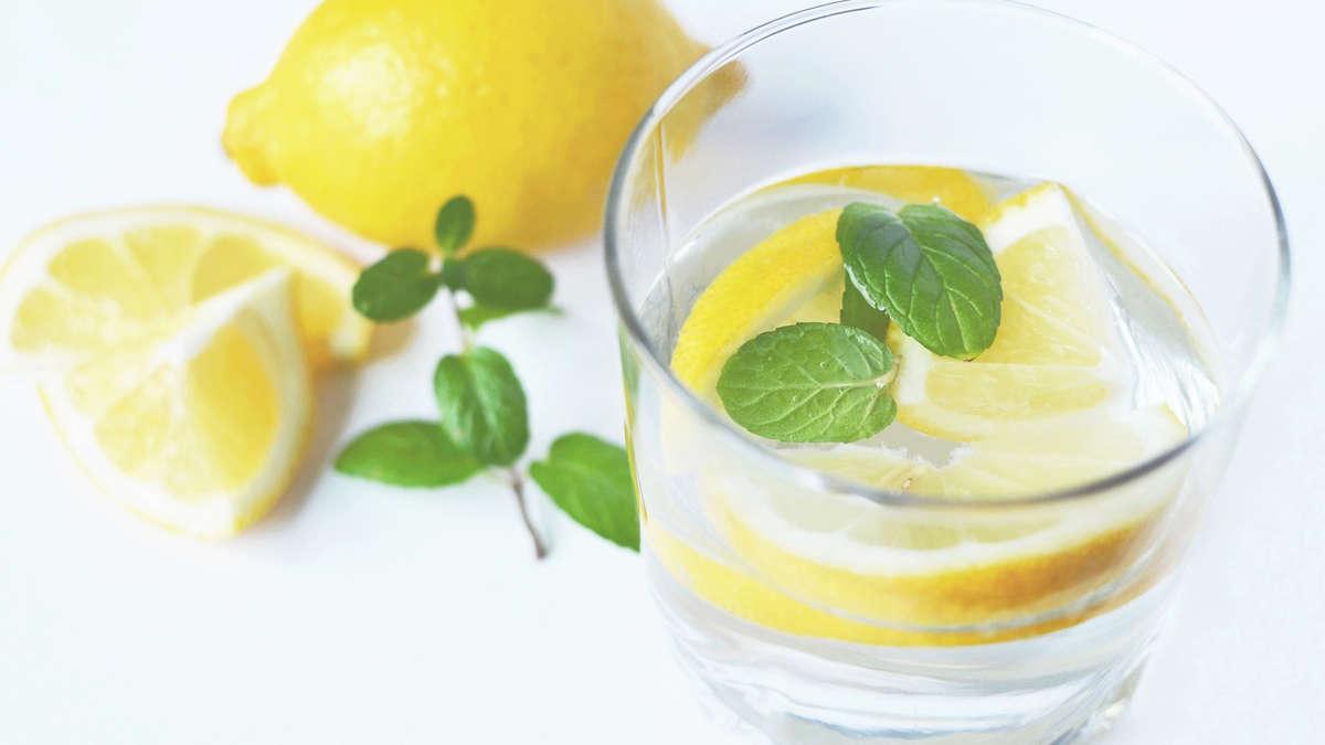 Picie wody oczyszcza organizm