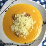 Kremowa zupa dyniowa z kaszą jaglaną