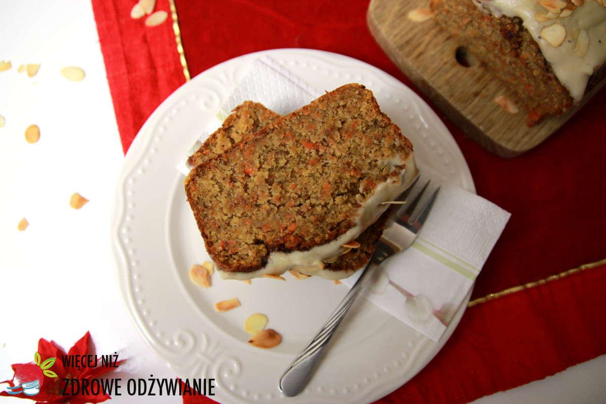 Świąteczne bezglutenowe ciasto marchewkowe