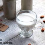 Domowe mleko migdałowe z komosą