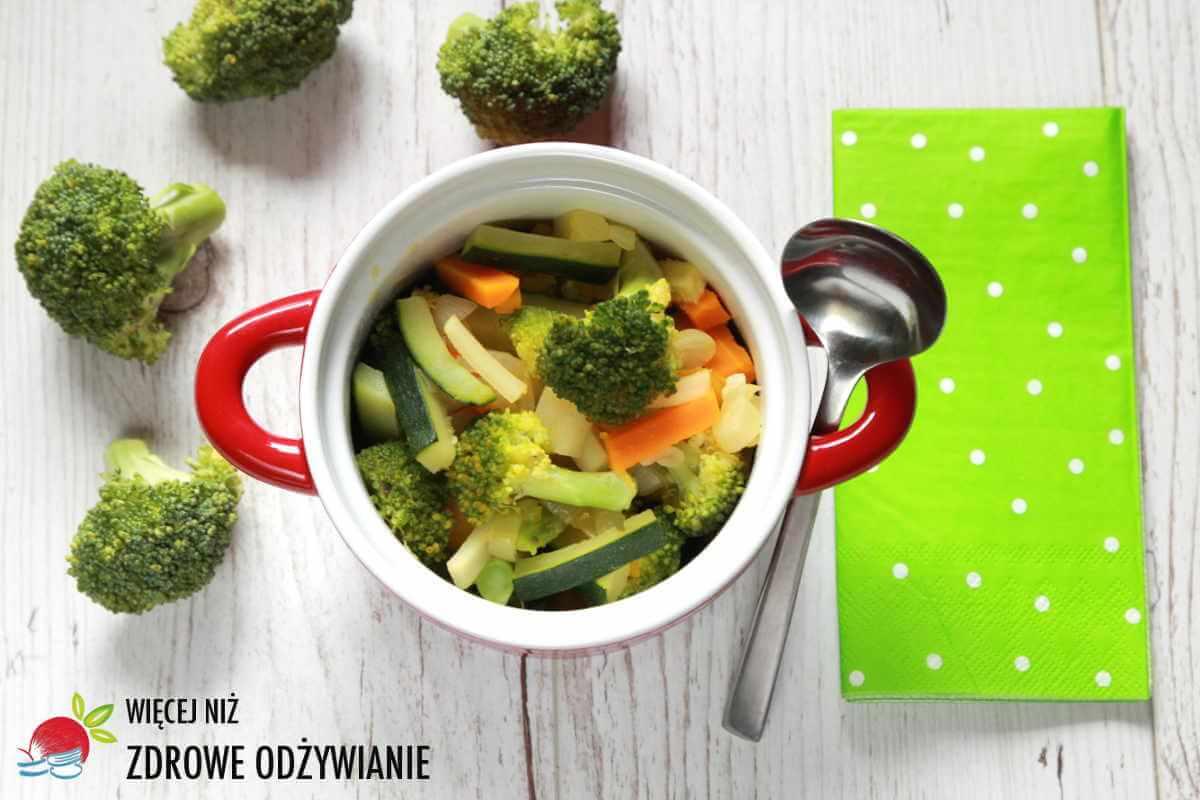 Lekki gulasz warzywny z brokułem