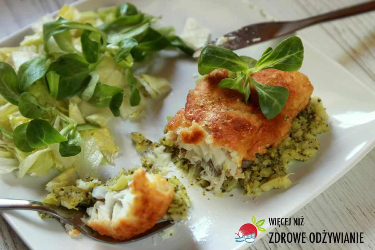 Dorsz w brokułach z nerkowcami