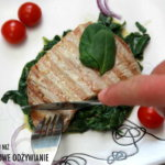 Stek z tuńczyka na szpinaku z migdałami