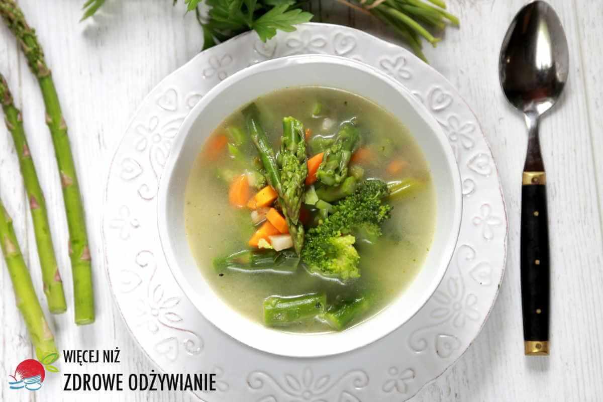 Zupa z brokułem i szparagami