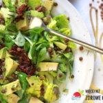 Zielona sałatka z awokado i soczewicą